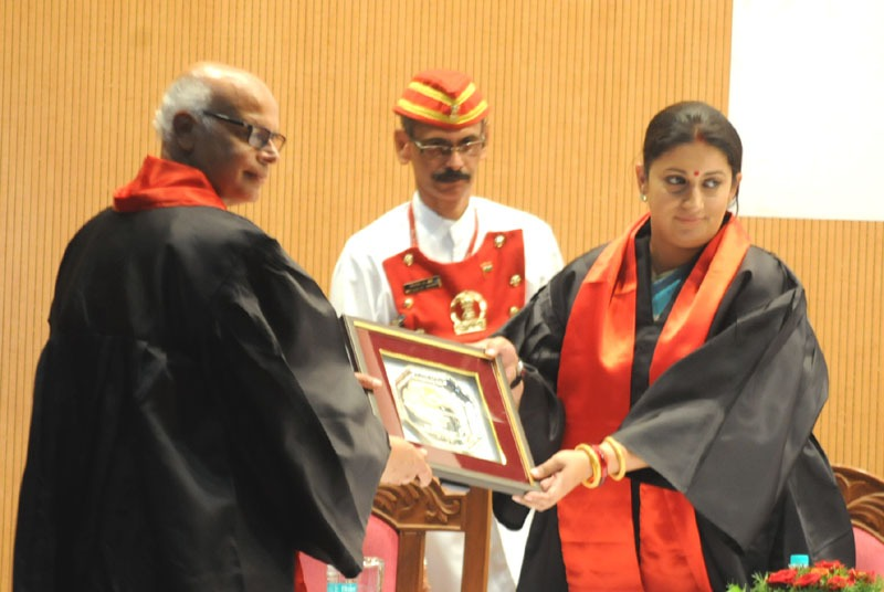 The Union Minister for Human Resource Development, Smt. Smriti Zubin Irani being felicitated by the Director, IISER, Shri K.N. Ganesh, at the Third Convocation of Indian Institute of Science Education & Research, in Pune on June 15, 2014.
