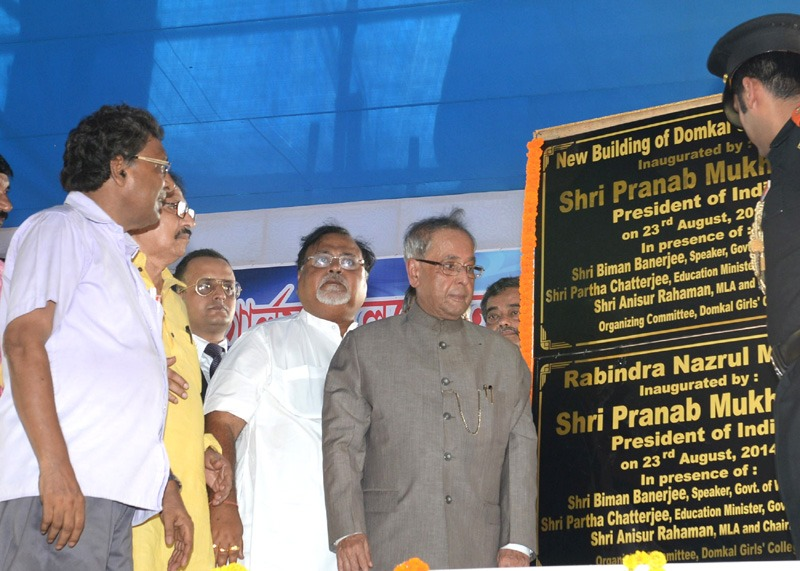 The President, Shri Pranab Mukherjee unveiled the plaque to inaugurate the New Building of Domkal Girls College, at Domkal, in West Bengal on August 23, 2014.