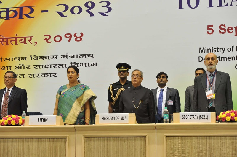 The President, Shri Pranab Mukherjee, the Union Minister for Human Resource Development, Smt. Smriti Irani, the Secretary, Higher Education, MHRD, Shri Ashok Thakur and the Secretary, School Education & Literacy, MHRD, Shri R. Bhattacharya at the presentation of the National Award for Teachers-2013, on the occasion of the 'Teachers Day', in New Delhi on September 05, 2014.