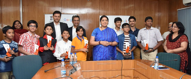 Felicitates the winners of code to learn competition run by Google India