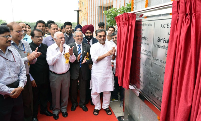 The Minister of State for Human Resource Development, Shri Upendra Kushwaha unveiling the plaque to inaugurate the newly constructed office complex of All India Council for Technical Education (AICTE), a statutory body of Govt. of India, Ministry of HRD, in New Delhi on August 12, 2016. The Secretary, Department of Higher Education, Shri V.S. Oberoi, the Secretary, Department of Defence R&D and Director General, DRDO, Dr. S. Christopher and other dignitaries are also seen.