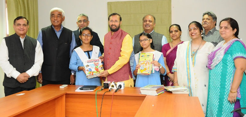 "The Union Minister for Human Resource Development, Shri Prakash Javadekar lunching the Libraries under ""T.E.A.C.H. Programme"" of the Rotary India Literacy Mission, by presenting the books to students, at a function, in New Delhi on September 08, 2016."